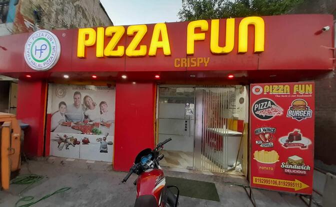 Halal Pizza Funr Apna Sambhal